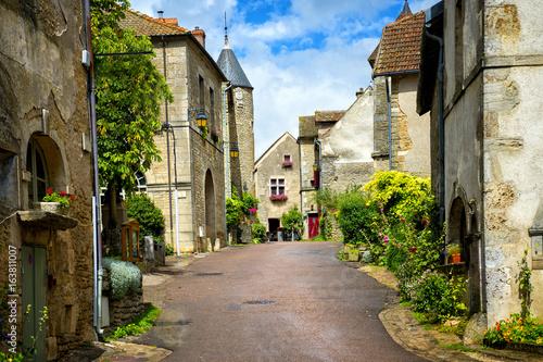 urokliwa-ulica-w-chateauneuf-we-francjii
