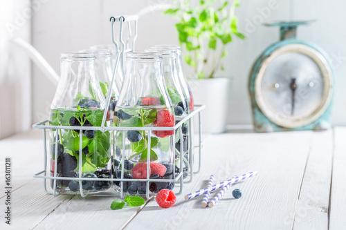 Staande foto Vlees Closeup of fresh water in bottle with berries