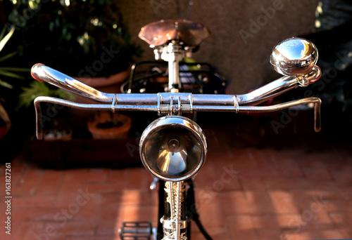 Fotobehang Fiets Vintage bike handlebar, with an antique light beacon, bell, brakes