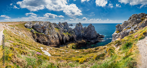 Rocky coastal scenery around Pointe de Pen-Hir in Brittany, France Fototapeta