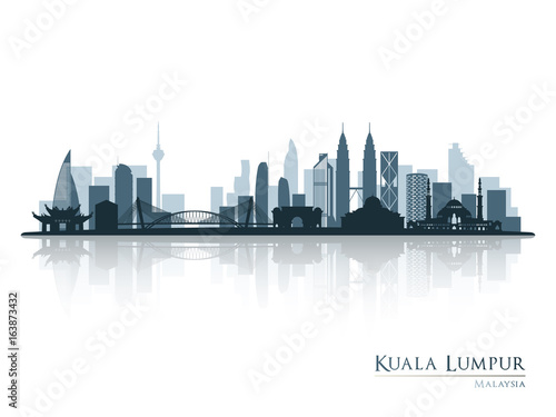 Photo  Kuala Lumpur, blue skyline silhouette with reflection