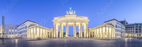 Fotografie, Obraz  Brandenburger Tor und Pariser Platz in Berlin