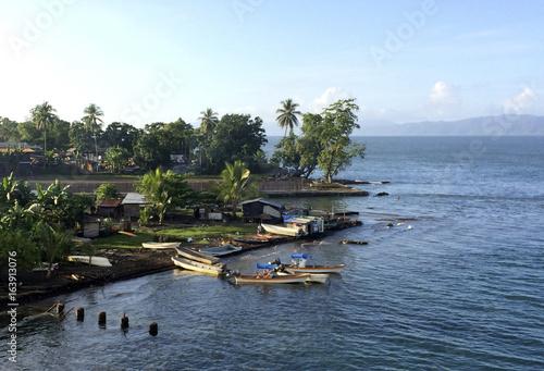 Fotomural Scene from the port of Alotau, Milne Bay, Papua New Guinea.