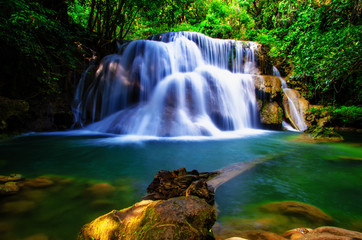 Panel Szklany Podświetlane Wodospad background blur Huay Mae Kamin waterfall in Thailand waterfall is beautiful, do not lose any.