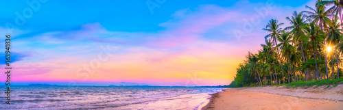 Fotomural Panorama view of sunset sky on tropical beach in twilight time at Phuket provinc