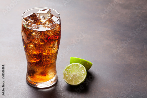 Photo  Cola glass with ice
