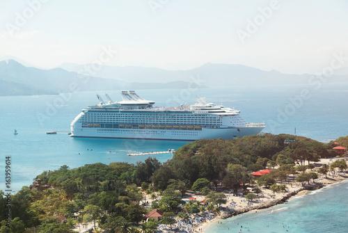 Cadres-photo bureau Caraibes People on cruise ship vacation