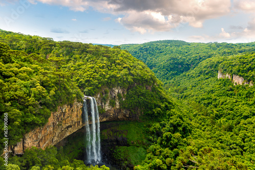 Fototapeten Bekannte Orte in Amerika Waterfall in Caracol Park in Rio Grande do Sul, Brazil