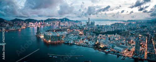 Poster Lieu connus d Asie Aerial view of Hong Kong Island and Kowloon on sky