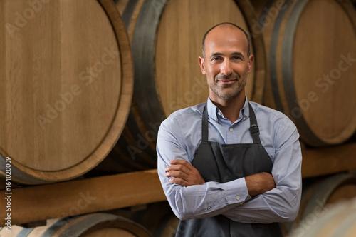 Cuadros en Lienzo Winemaker in cellar