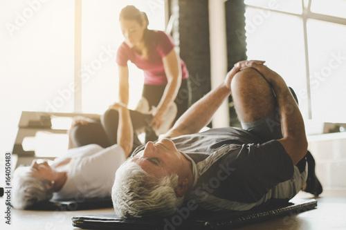 Fotografiet Senior couple workout in rehabilitation center