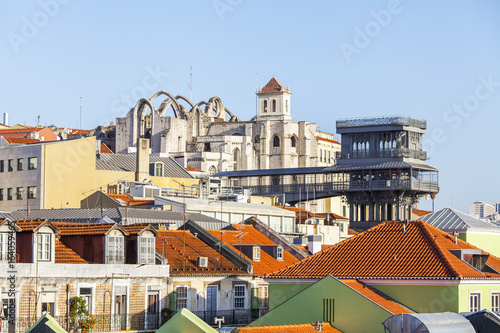 Papiers peints Paris LISBON, PORTUGAL, on June 15, 2017. Summer day. The sun lights a panorama of the city and red roofs of downtown