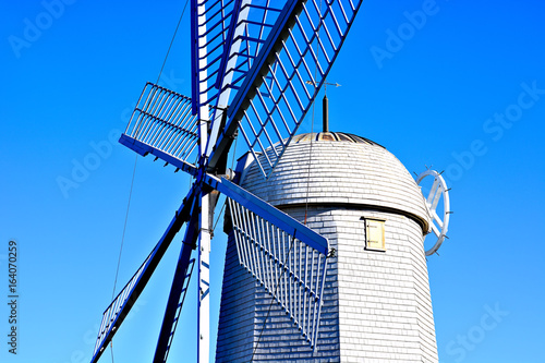 Foto  Dutch windmill closeup view