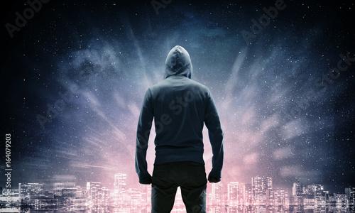 Fotografía  Silhouette of man in hoody
