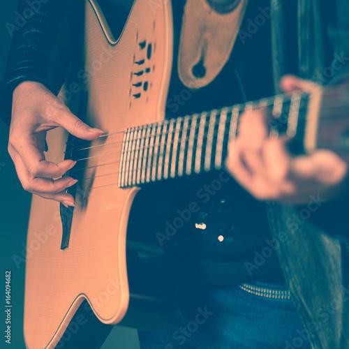 Valokuvatapetti Close-up of woman with guitar