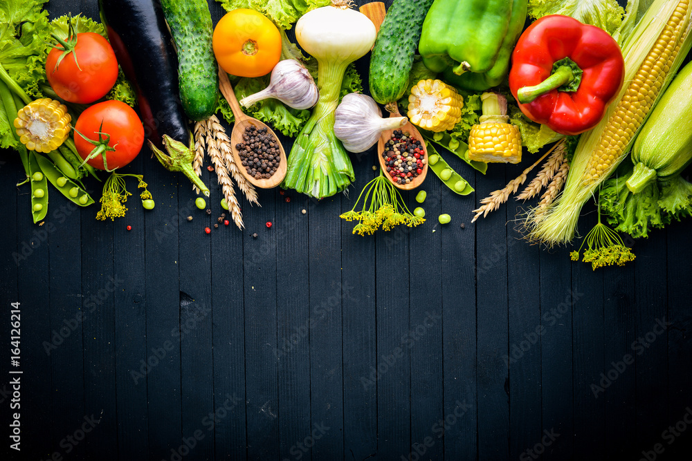 Fototapety, obrazy: A large selection of raw fresh vegetables and spices. On a black wooden background. Top view. Free space for your text.