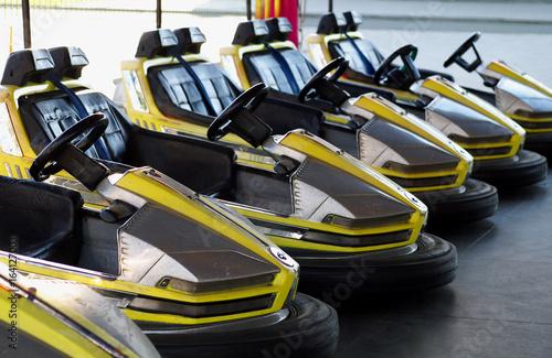 Türaufkleber Schnelle Autos eelctric bumper cars in a row in amusement park