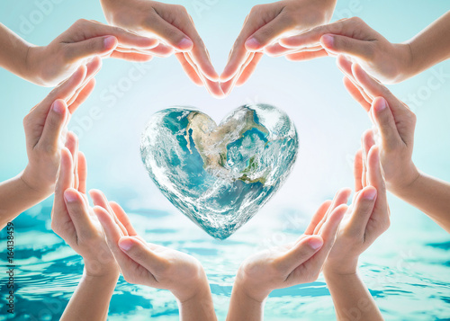 Láminas  World heart day and environmental protection concept with love earth in community volunteer's hands