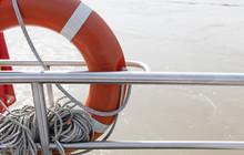 Bouée De Sauvetage Sur Un Navire Sécurisé