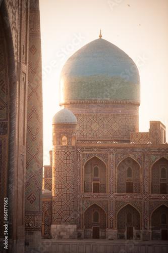 Zdjęcie XXL Madrasa wejście w Uzbekistan