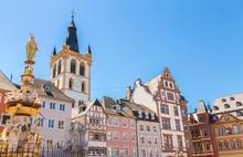 Historische Hausfassaden Hauptmarkt Trier Rheinland Pfalz Deutschland
