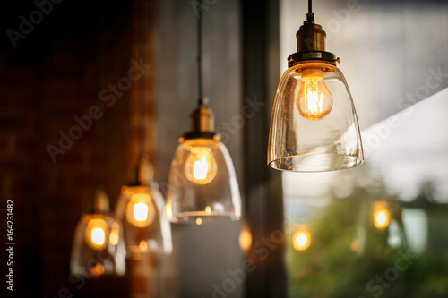 Photographie Classic glass pendants with incandescent bulb