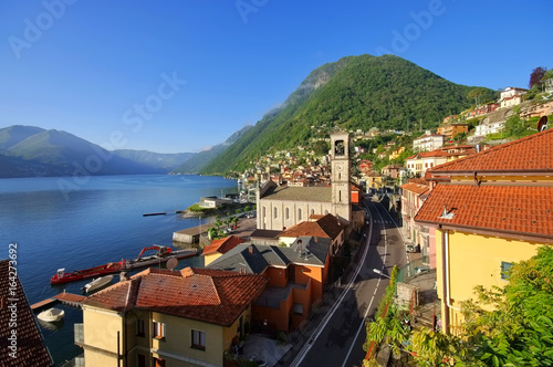 Argegno am Comer See in Italien - Argegno Lake Como in Italy Wallpaper Mural
