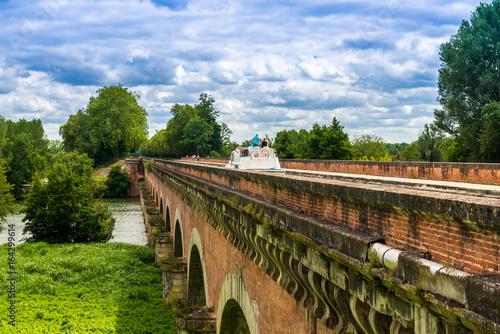 Fototapeta Pont Canal à Moissac, Tarn et Garonne en Occitanie, France