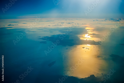 Photo  View of the sunrise and the clouds from within, out of the plane