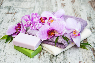 Obraz na płótnie Canvas Handmade soap and purple orchids