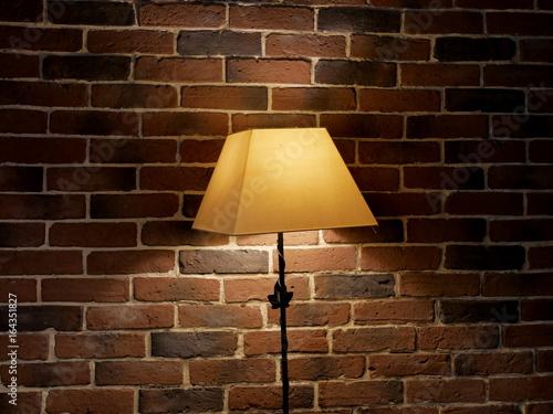Fotografie, Obraz  Lampe sur mur de brique