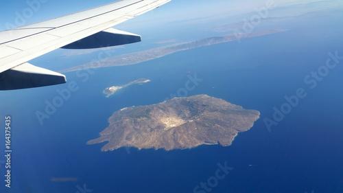 Wyspa na morzu Śródziemnym, widok z lotu ptaka. - 164375435