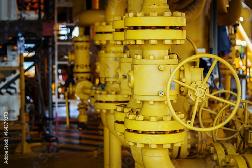 фотография Manual operate ball valve at offshore oil and gas central processing platform, m