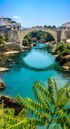 stary-most-w-mostarze-w-piekny-sloneczny-dzien