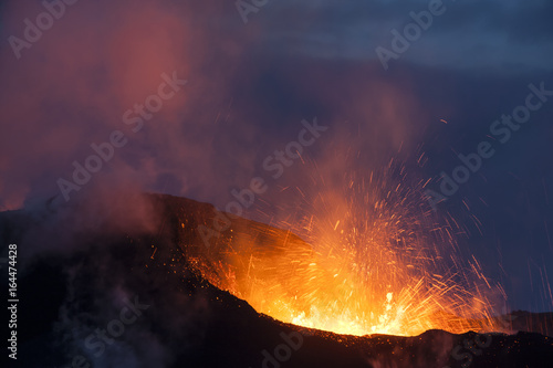 Photo sur Toile Volcan Volcano eruption