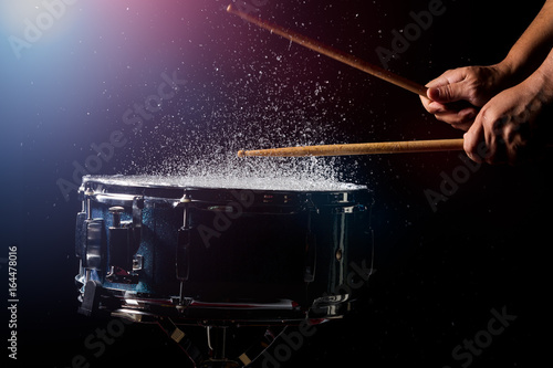 The drum sticks are hitting Fototapete