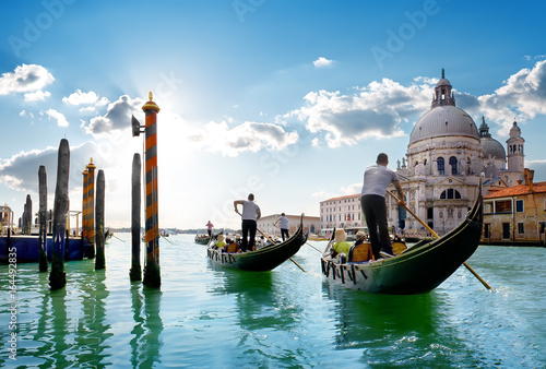 Photo sur Toile Venise Ride on gondolas