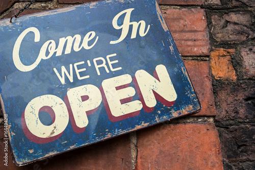 Fotografía  Shop sign - Come in We're Open