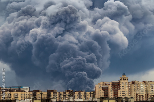 A fire in the building. A large smoke cloud from the fire. Fototapet