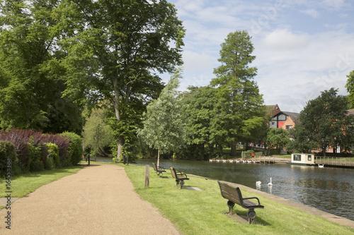 Poster Ville sur l eau Footpath alongside River; Stratford Upon Avon; England