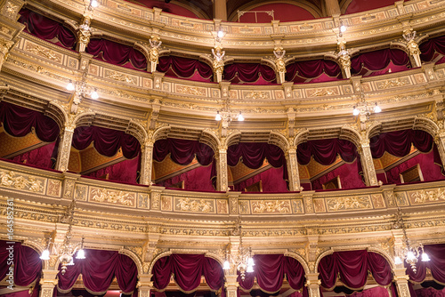 In de dag Theater Interior of Hungarian opera in Budapest