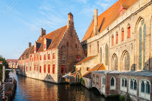 Photo sur Aluminium Bruges Water canal at Old Saint John's Hospital, Bruges, Belgium.
