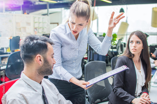 Fotografía  Angry businesswoman shouting to a stressed employee at office.