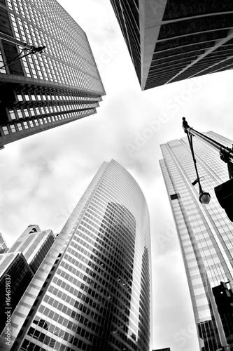 tlo-miejskie-nowoczesna-architektura-w-tle-szklane-drapacze-chmur