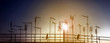 Leinwanddruck Bild - Skyline urbano con silhouette di antenne
