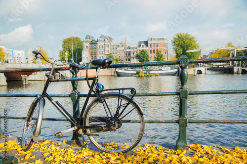 Photo  Bycicle parked at the bridge