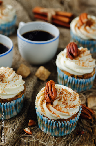Photo  Carrot cinnamon cupcakes with pecan