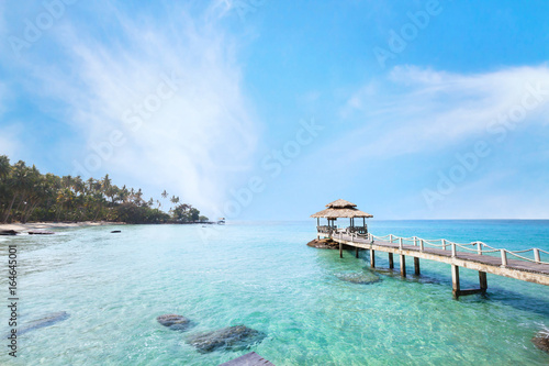 Montage in der Fensternische Tropical strand beautiful tropical paradise beach landscape, island with pier in turquoise water