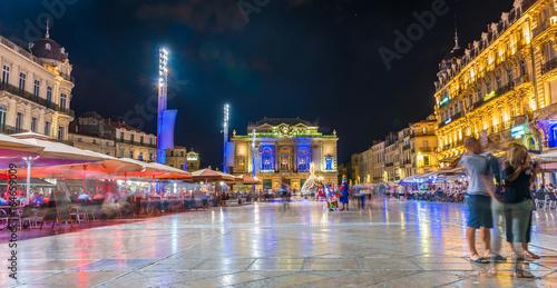 Place de la Comédie la nuit à Montpellier, Hérault, Languedoc en Occitanie, Fran Slika na platnu