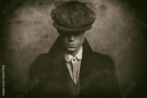 Photo Antique wet plate photo of mysterious 1920s english gangster with flat cap
